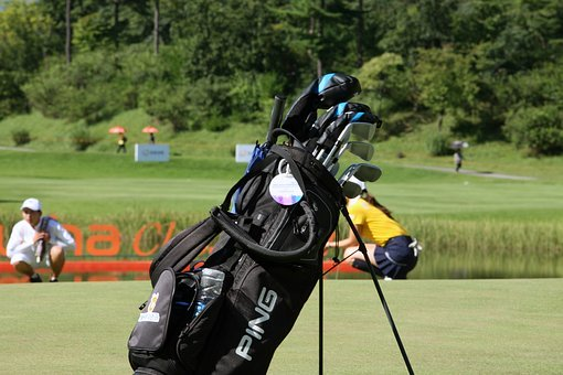 THE 5 BEST TAYLORMADE GOLF BAGS FOR WOMEN